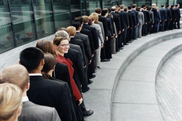 顧客が付いてくる人、離れる人。証券営業、その違いは?