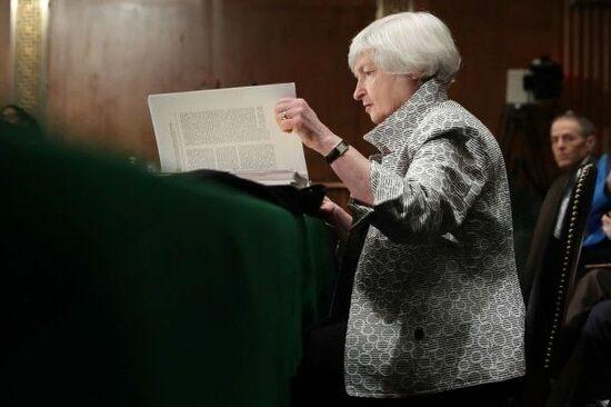 円高・政治不安が日経平均の上値を押さえる