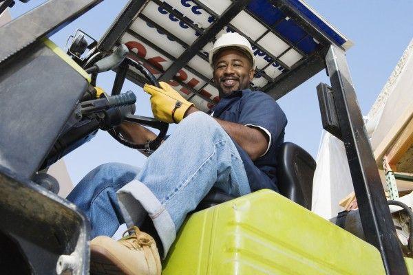 米11月雇用者は22万人増加、FRBは今週利上げへ