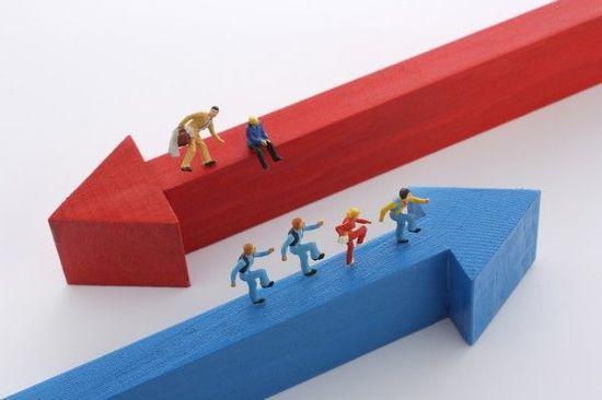 金利上昇で上がる株・下がる株。成長株、景気敏感株、金融株が動く理由