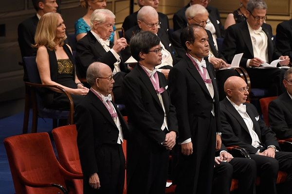 LEDで日本人3人にノーベル賞【2014(平成26)年10月7日】
