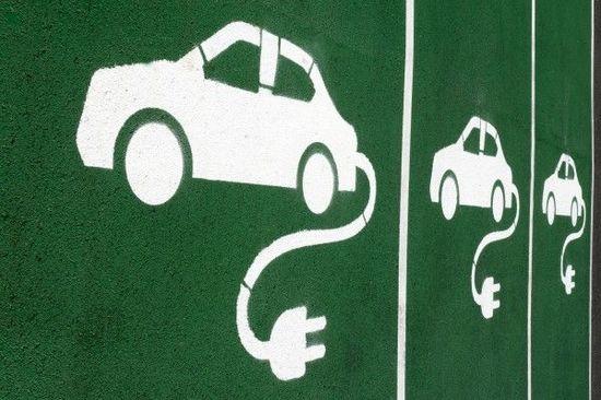 EVの軽量化は『化学・繊維企業』に追い風