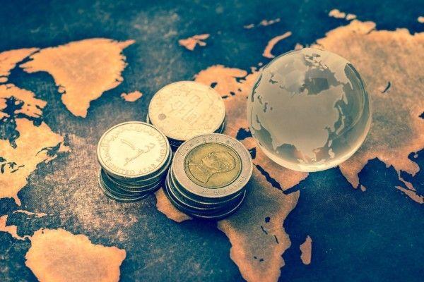 「金は続落、原油は続伸」