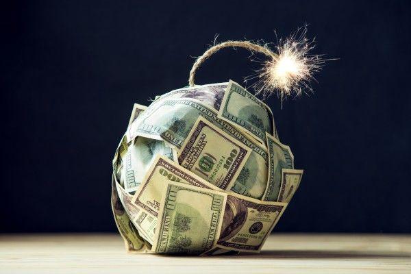 14兆円!バフェットの現金は過去最高。世界が抱える「社債爆弾」は19兆ドル!?