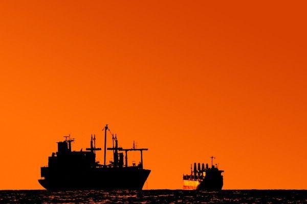 リスクオンで金は下落、原油は大幅続伸