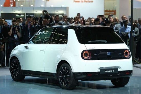 自動車業界とプラチナの「新しい」関係