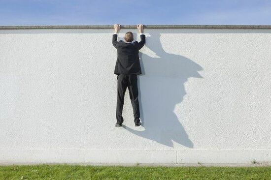 日経平均2万3,000円にそびえる「売りの壁」。円高懸念で・・・