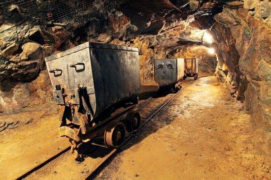中国金属・鉱業セクター/新華人寿保険