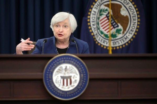 IMF経済審査
