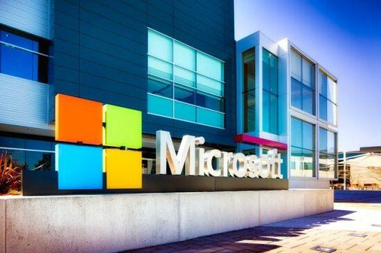 マイクロソフトの株価は史上最高値を更新中。クラウドビジネスがけん引