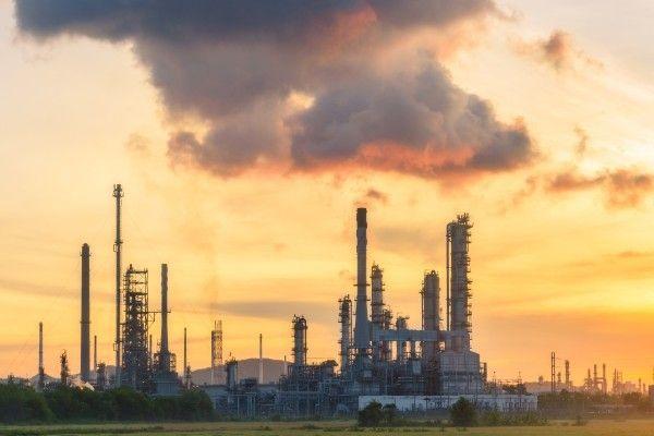 原油は反発。サウジなど産油国の政情懸念で