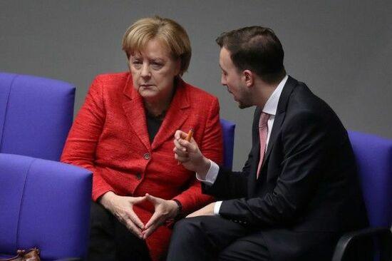 党首退任の『メルケル』、首相続投できるのか?